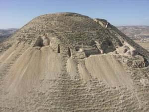 (Vista general del Monte Herodium, donde se ha encontrado la tumba de Herodes.) (Foto: Hebrew University of Jerusalem)